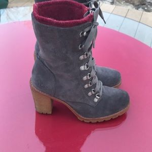 Ugg gray suede amazing lac up boots in excellent